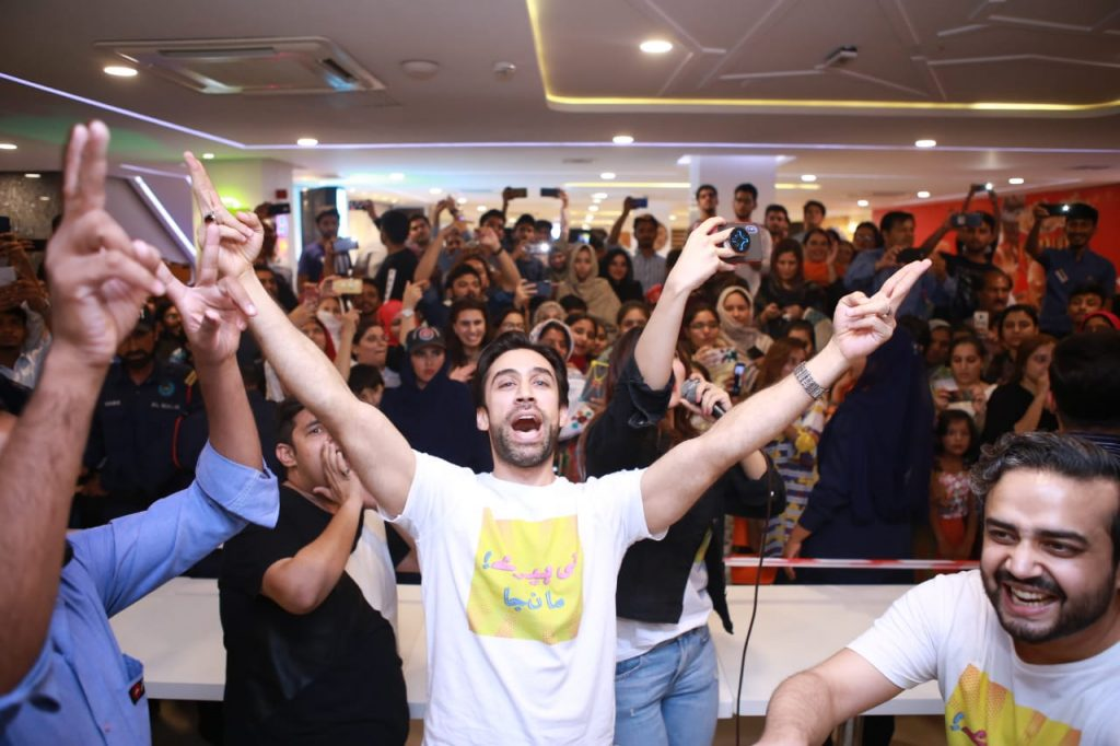 Heer Maan Ja Promotion 4 Ali Rehman in public