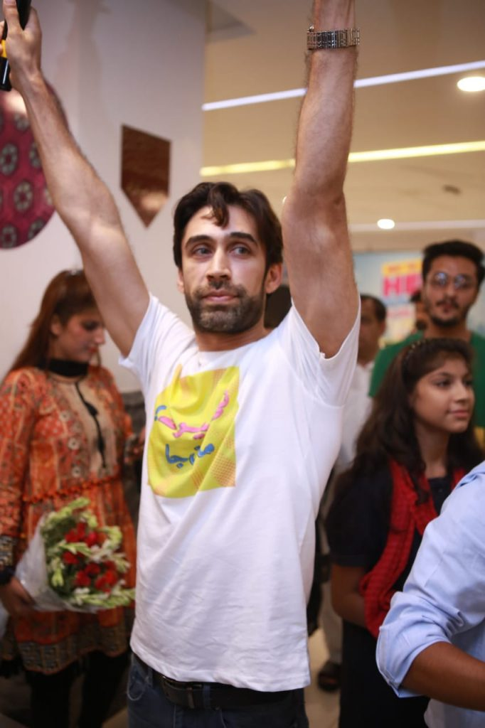 Heer Maan Ja Promotion 3 Ali rehman cheering the crowd