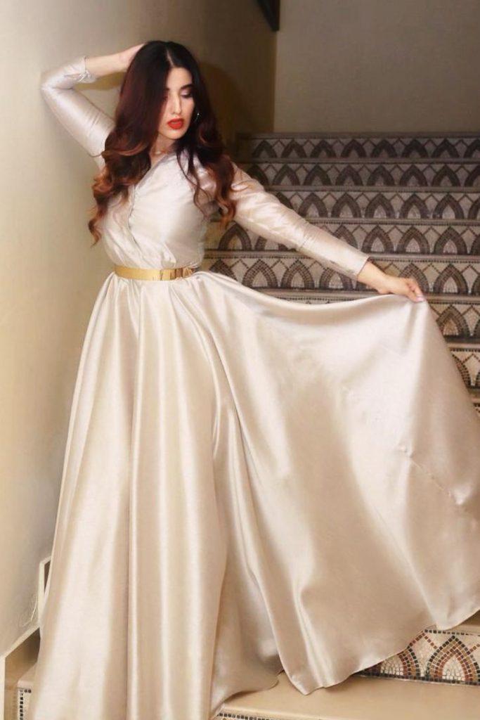 Hareem Farooq Wardrobe By Pakistani Designers | wearing Maria B 2 Hareem Farooq in Saira Rizwan Maxi
