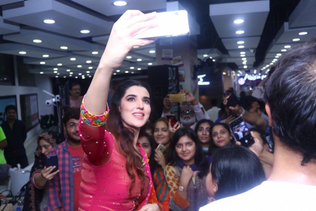 Heer Maan Ja Promotion 62 Hareem farooq in pink
