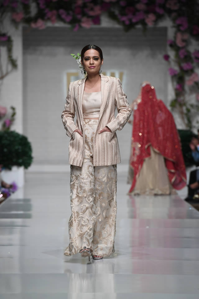 Zainab Chottani | Everything you need to know about Zainab Sajid Chottani 8 Zainab Chottani FPW collection blazer pants