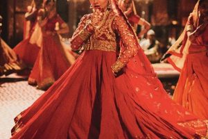 Mahira Khan red dress in morey saiyan