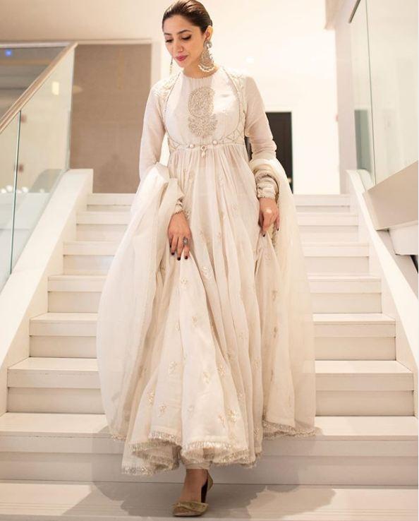 Beautiful Mahira Khan White Dress by Zara Shahjahan - Film Superstar 2019 1 mahira khan zara shahjahan