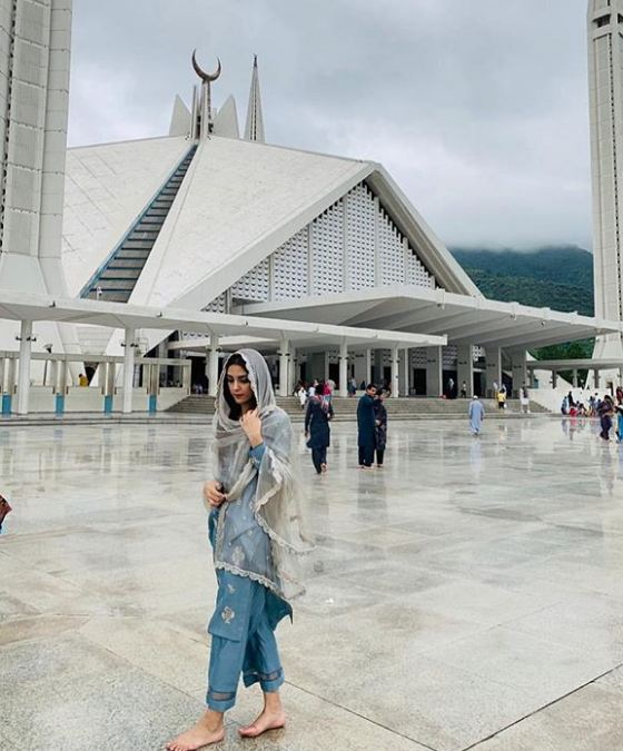 Maya Ali at Faisal Mosque Islamabad