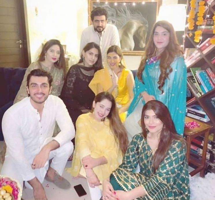 Naimal Khawar Khan with family