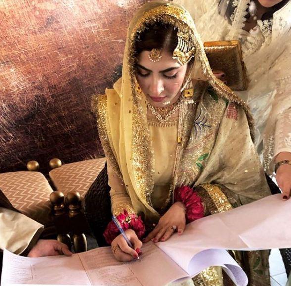 Naimal Khawar Khan Signing on Nikkah Naama