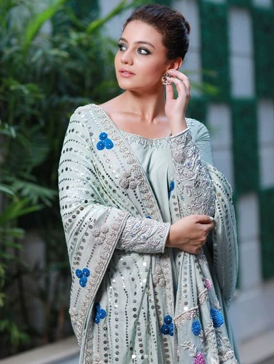 Zara Noor Abbas in Grey Frock by Maheen Shah