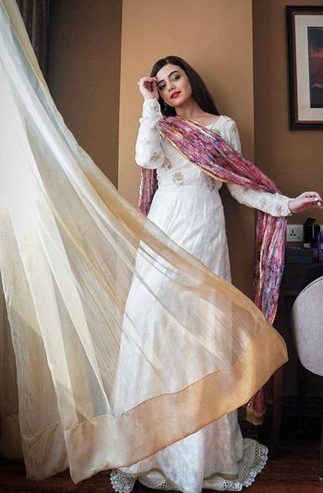 Zara Noor Abbas in Adnan Sari