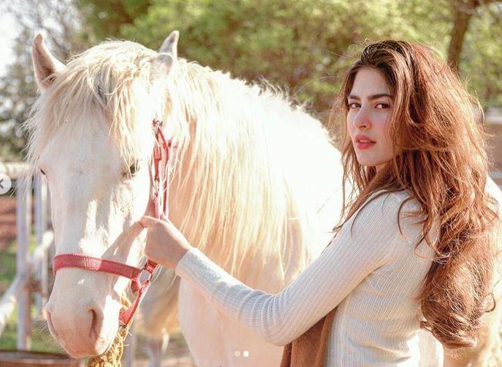 Naimal Khawar with horse