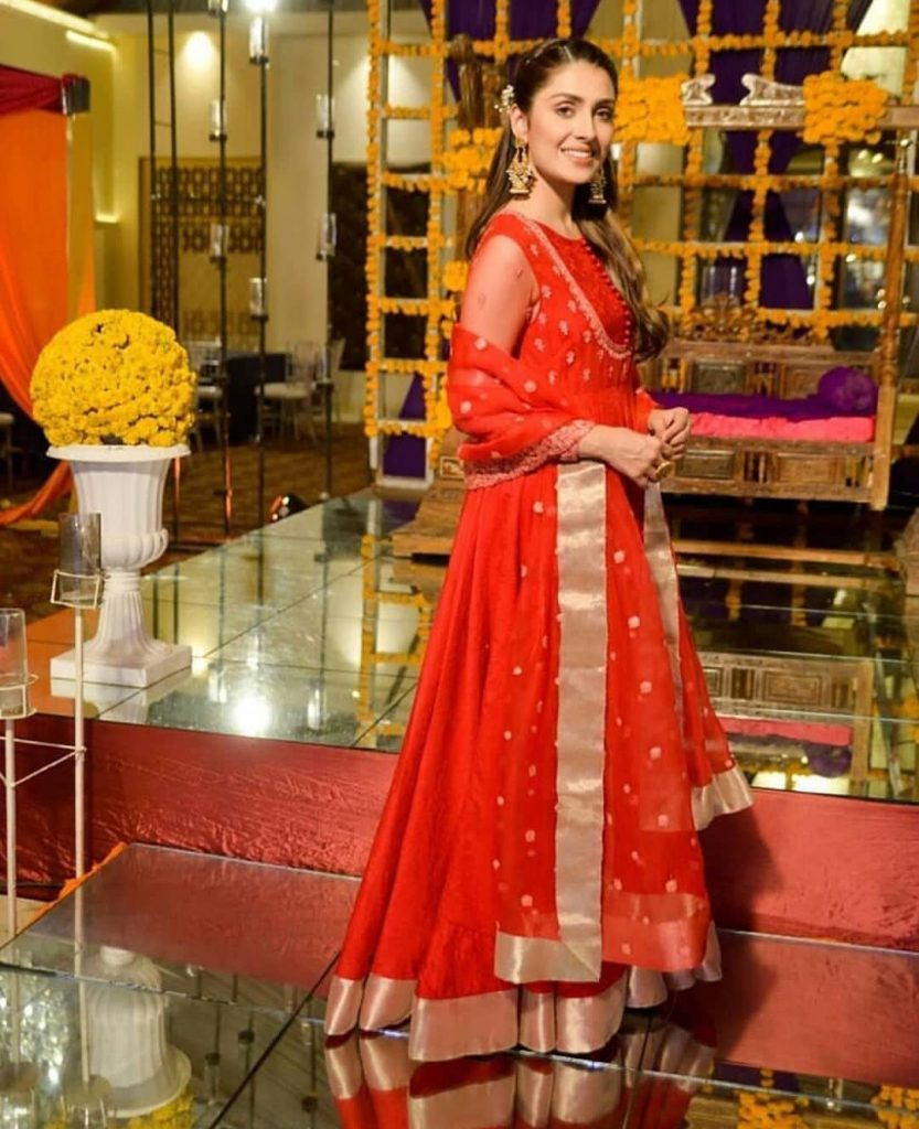 Ayeza Khan red dress in Mere Paas Tum Ho