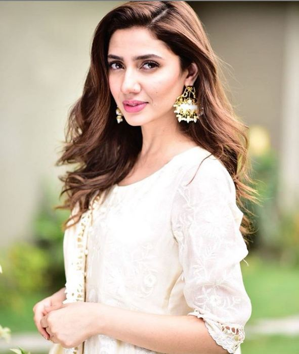 White dress Mahira Khan