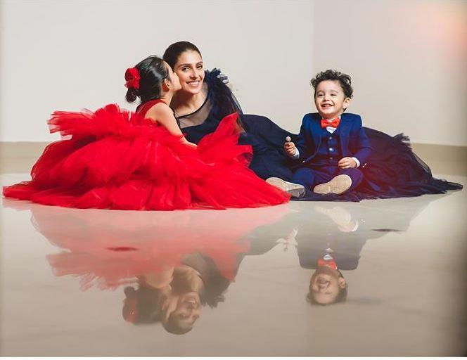 Ayeza Khan with kids