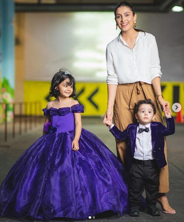 Ayeza Khan and kids