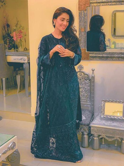 Ayeza Khan in Baroque