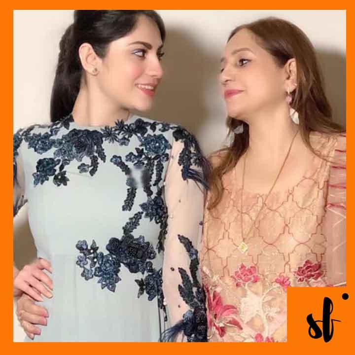 Neelum Munir Picture with her mother
