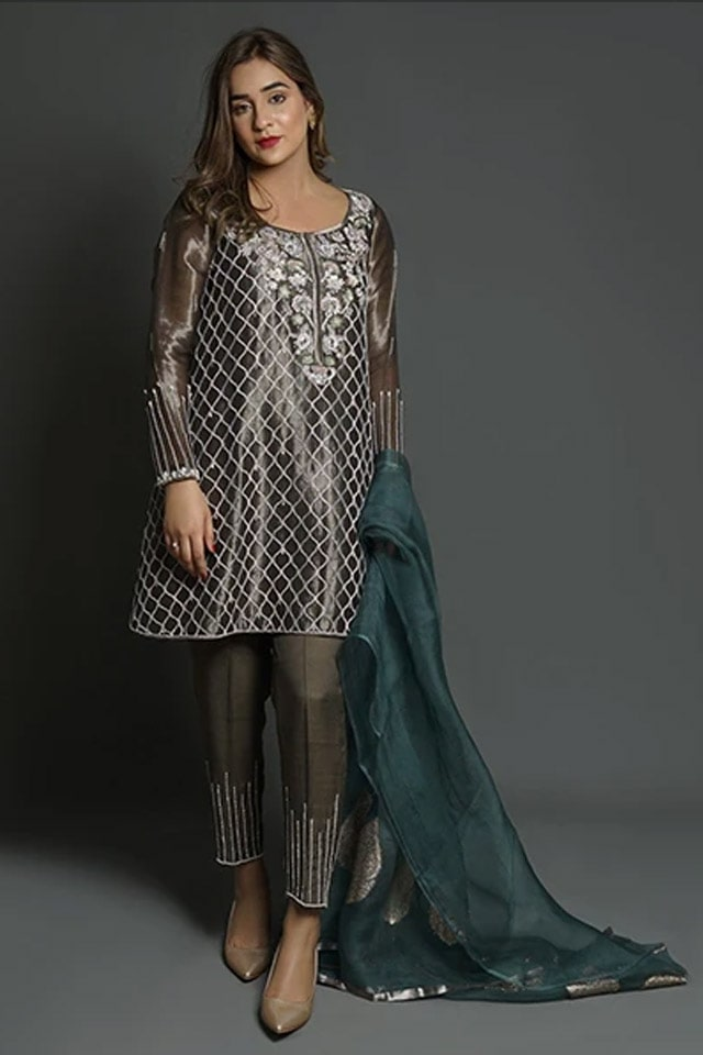 Amazing Mahum Asad Clothing Formal Collection 2020 15 Floral Tissue Worked Pishwas 3 min
