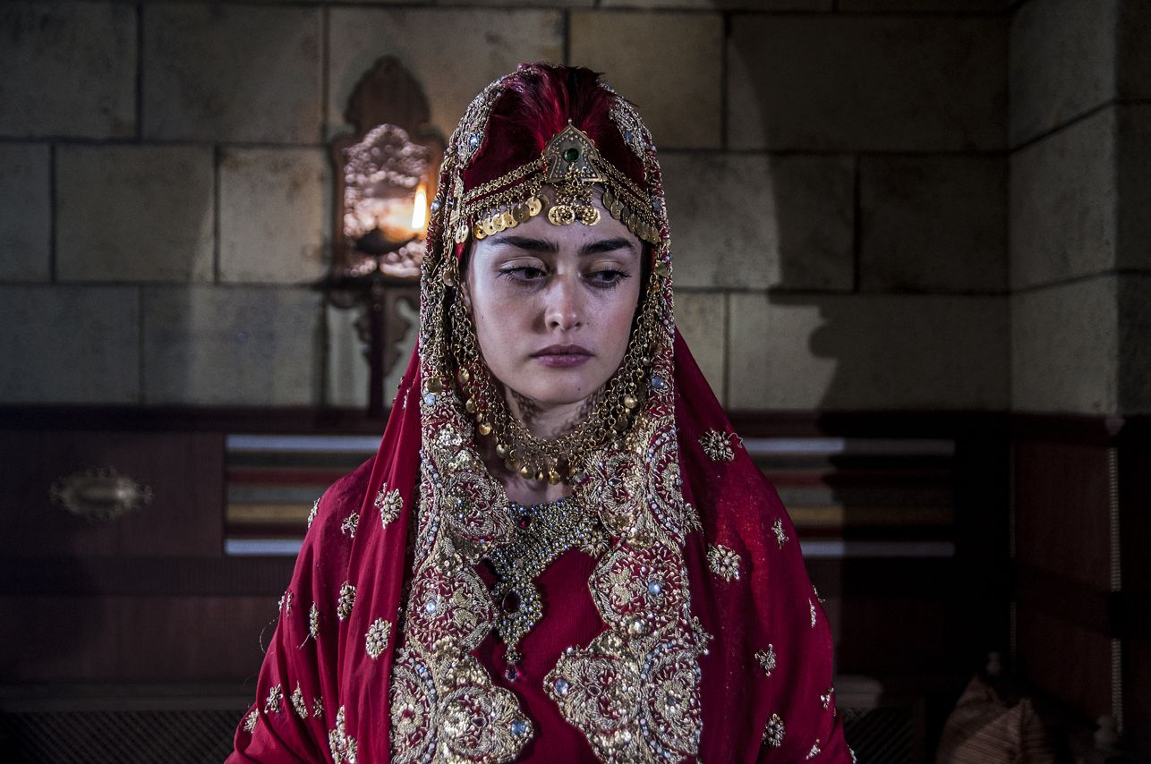 Pictures of Esra bilgic aka Halime Sultan go viral as Ertugrul Ghazi airs on PTV 4 Halime Hatun 1