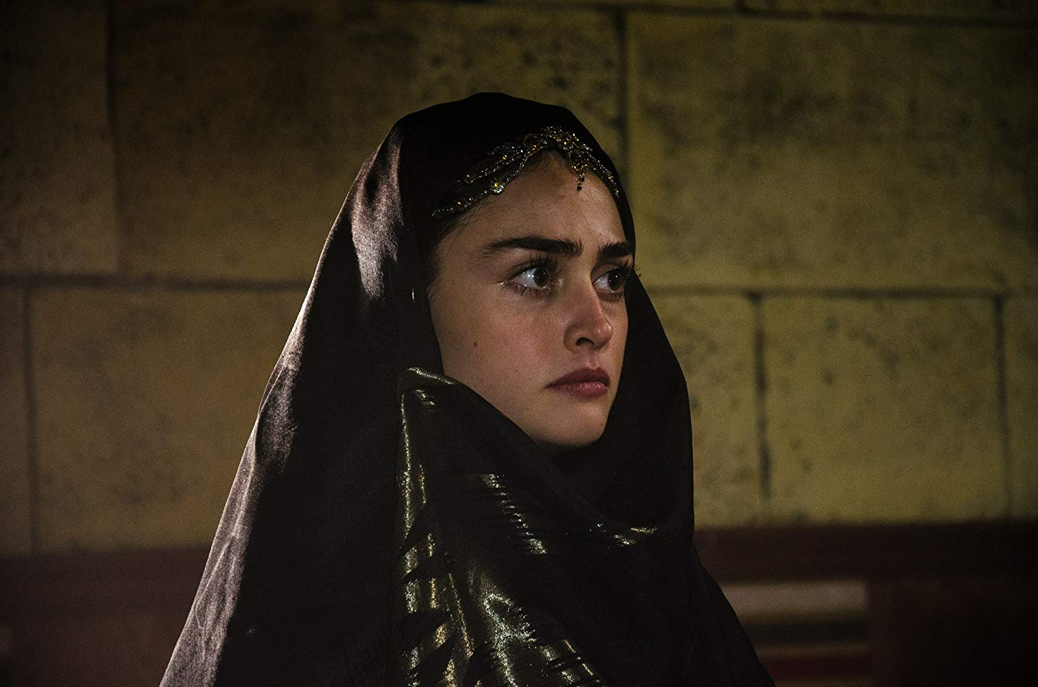 Pictures of Esra bilgic aka Halime Sultan go viral as Ertugrul Ghazi airs on PTV 5 Halime Hatun 11