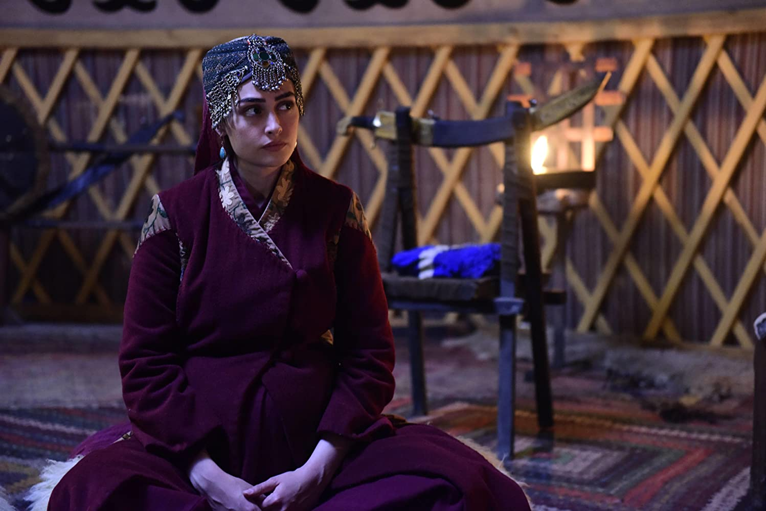 Pictures of Esra bilgic aka Halime Sultan go viral as Ertugrul Ghazi airs on PTV 6 Halime Hatun 12