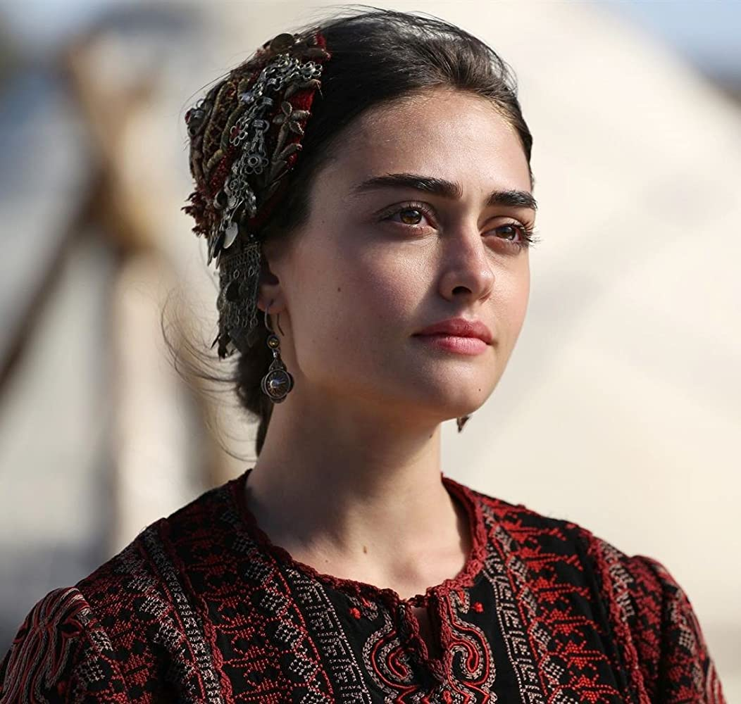 Pictures of Esra bilgic aka Halime Sultan go viral as Ertugrul Ghazi airs on PTV 7 Halime Hatun 13 2