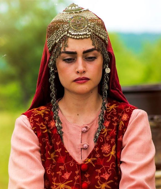 Pictures of Esra bilgic aka Halime Sultan go viral as Ertugrul Ghazi airs on PTV 1 Halime Hatun 3 2