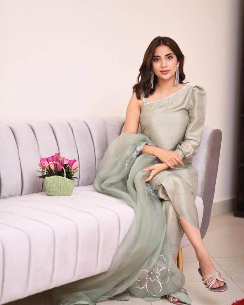 Saboor Aly Eid Dress Pictures