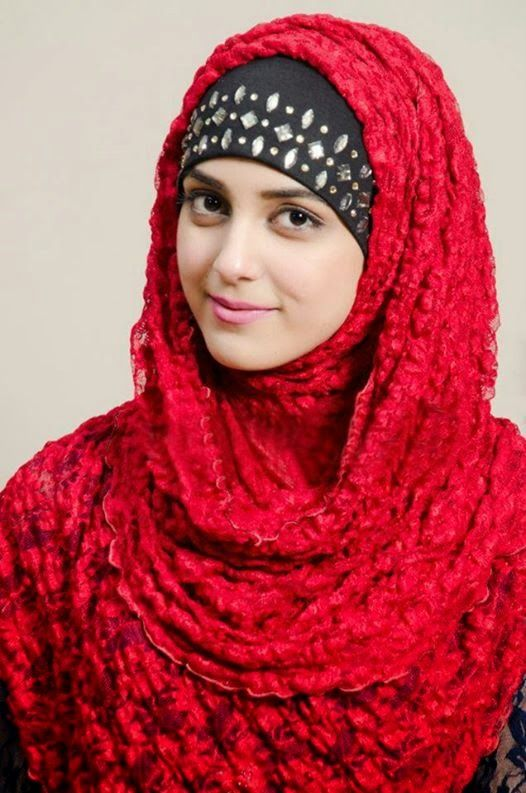 Famous Pakistani Actresses in Hijab shocked us! 3 MAYA ALI