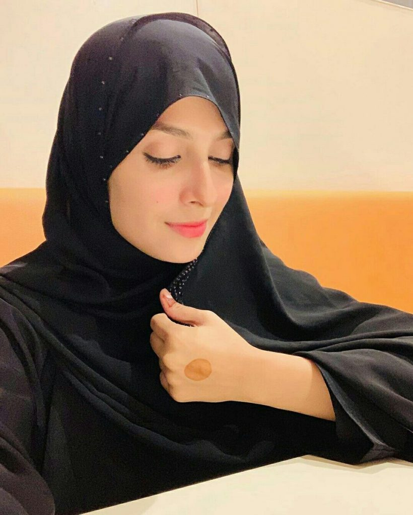 Famous Pakistani Actresses in Hijab shocked us! 1 ayeza khan wearing hijab