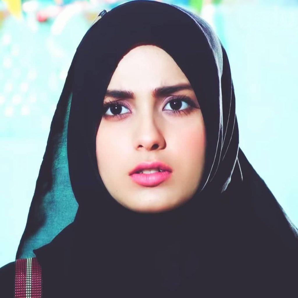 Iqra aziz in Hijab