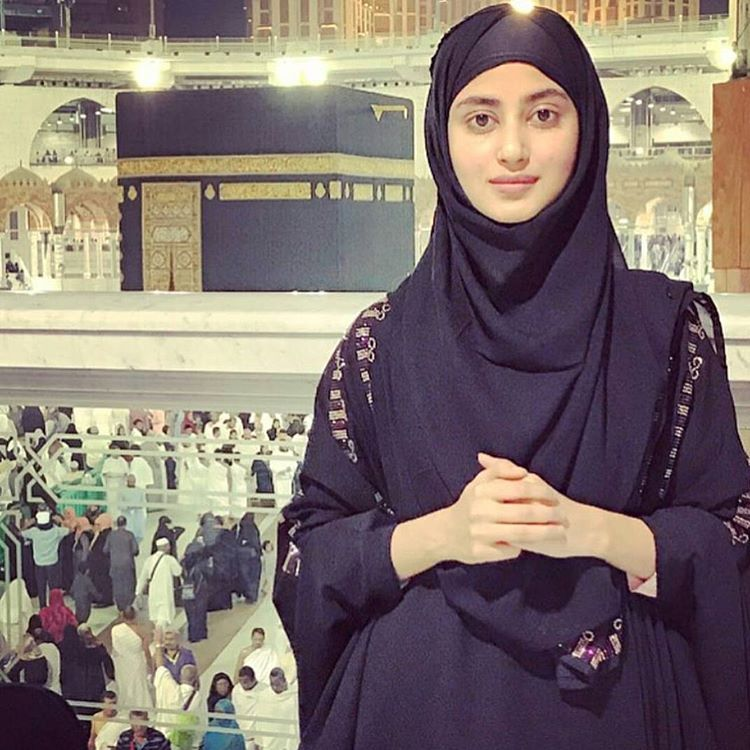 Famous Pakistani Actresses in Hijab shocked us! 10 sajal ali in hijab min