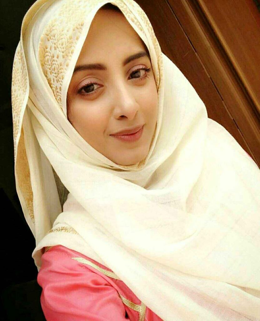 Famous Pakistani Actresses in Hijab shocked us! 6 sanam chaudry