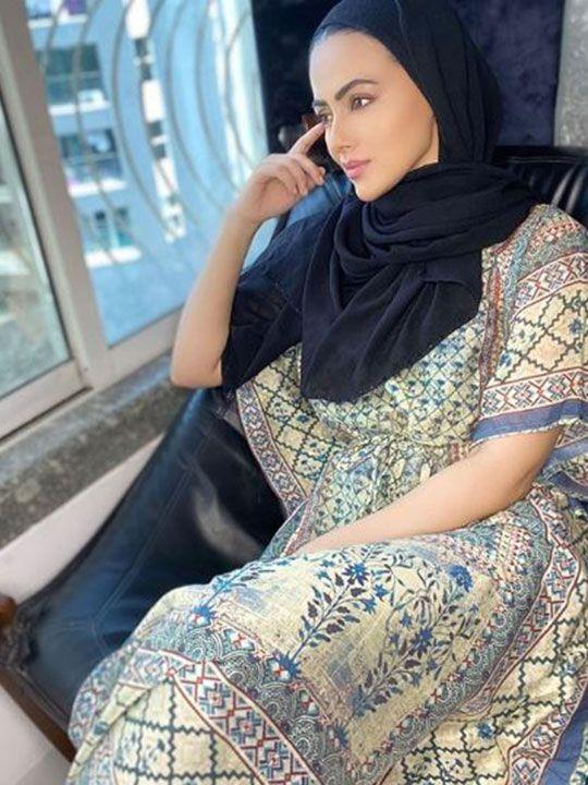 sana khan hijab