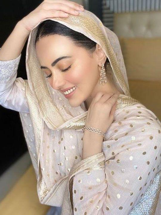 sana khan quits showbiz