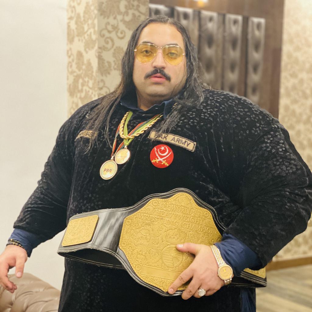 Pakistani Hulk Arbab Khizer Hayat aka Khan baba 4 EfszE4jXgAUgLoK