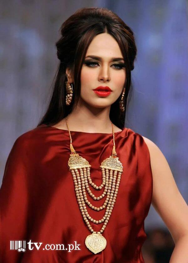 ayyan ali red dress