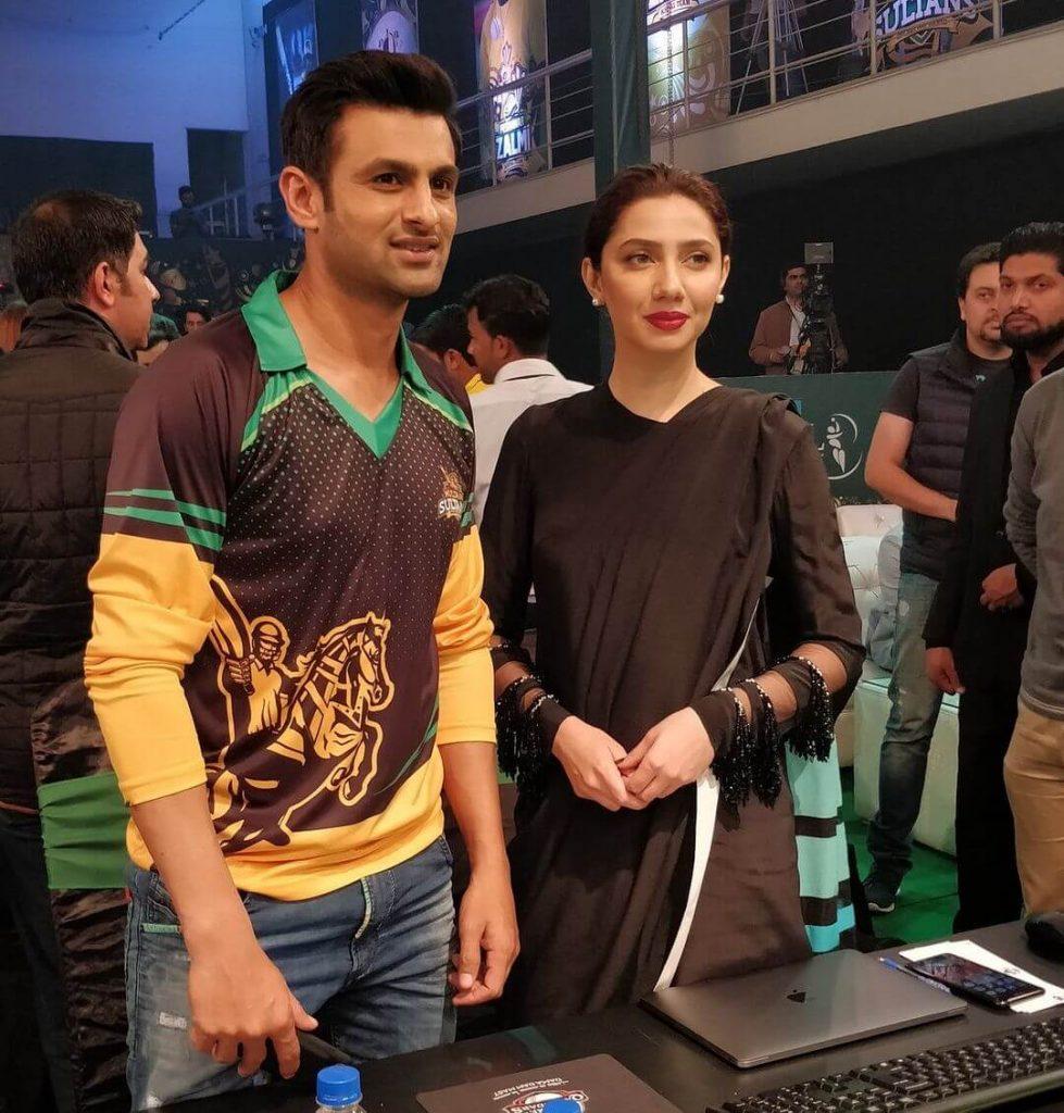 Mahira Khan Black Saree Collection