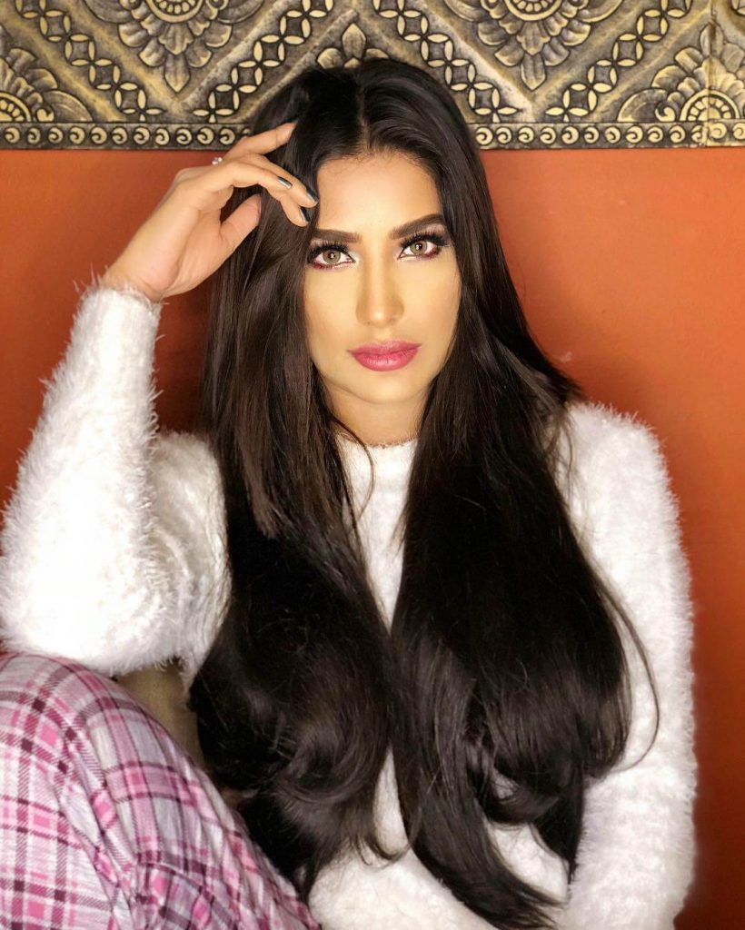 Winter outfits Pakistani Celebrities Mehwish Hayat