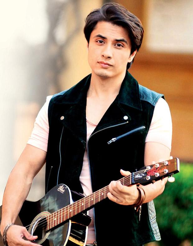 Bollywood Cast - Talented Pakistani Actors in India 51 Ali Zafar sings Tu Hi Hai to celebrate the release of Dear Zindagi 1