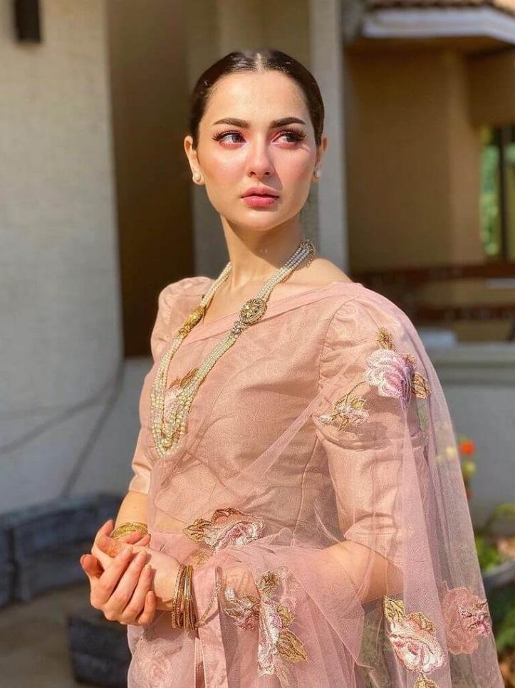 2021 Celebrities in Saree Look Classy 11 Hania Amir in Saree5 1024x1024 1