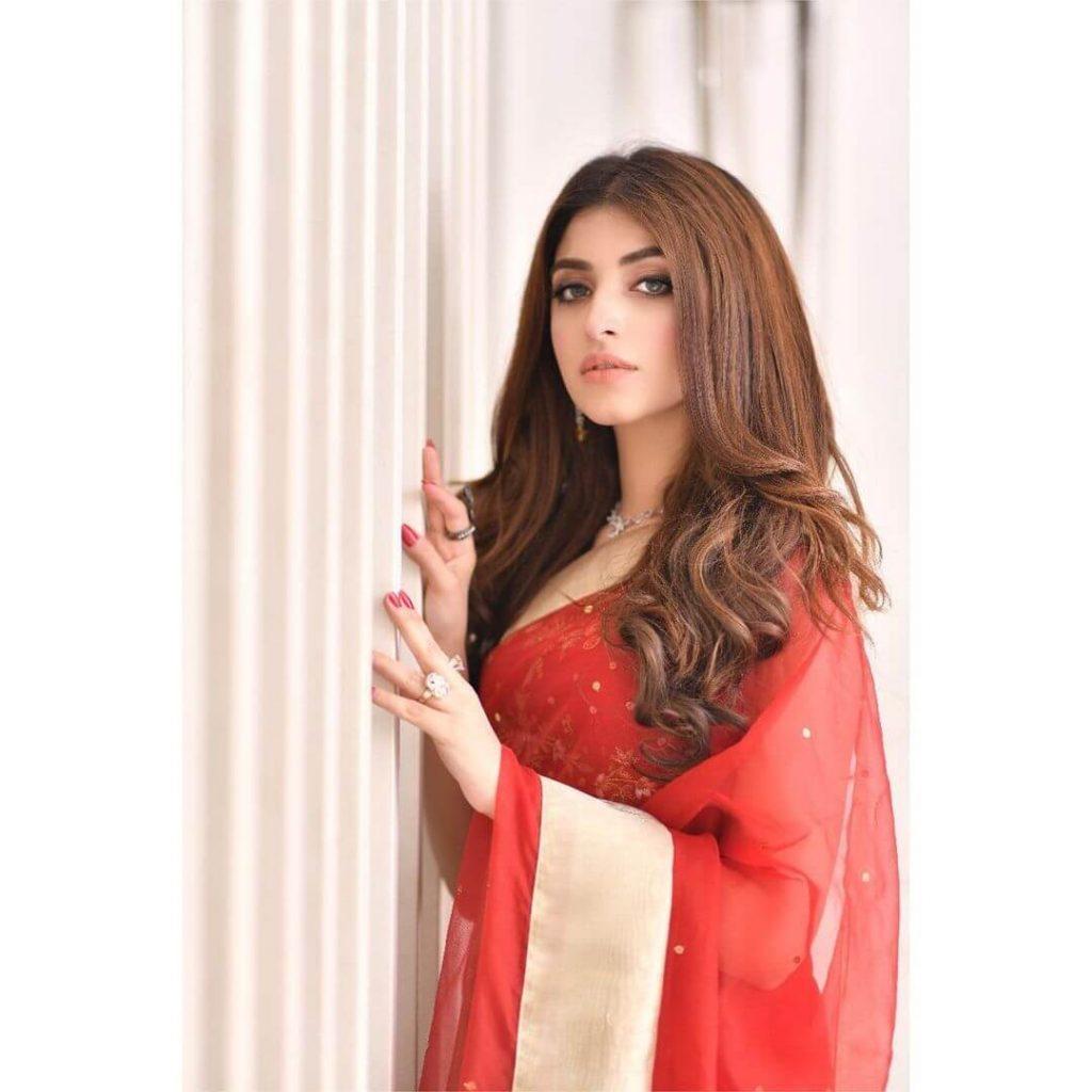 Kinza Hashmi in red Saree