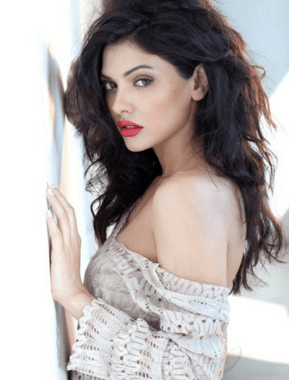 Bollywood Cast - Talented Pakistani Actors in India 35 Sara Loren Height Weight Age 2