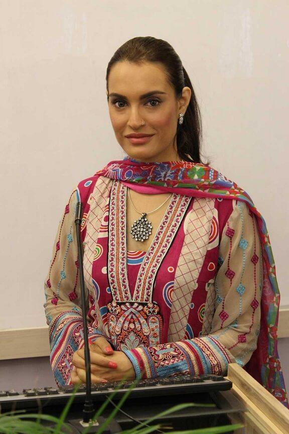 Youn To hai Pyar Bohat drama cast Nadia Hussain