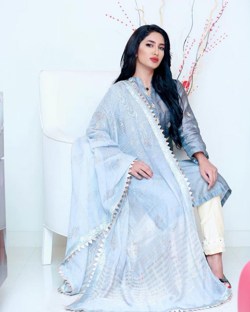 Bollywood Cast - Talented Pakistani Actors in India 61 real mathira 66620192 886356995081357 5059782437257364449 n 1