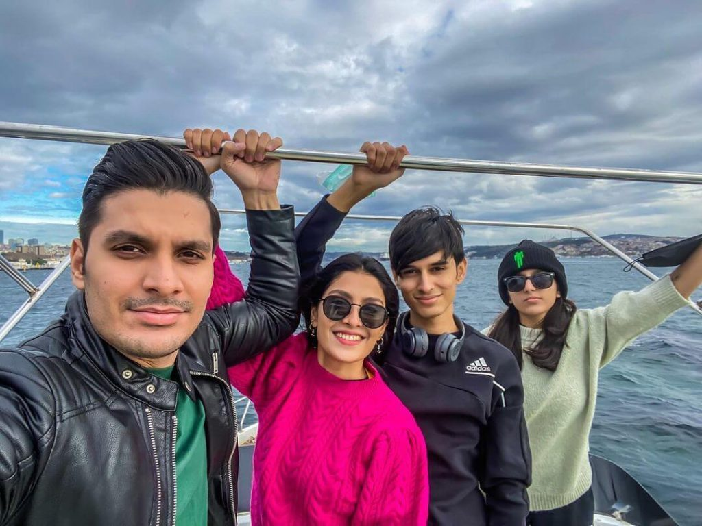 Ayeza khan latest vocation with family
