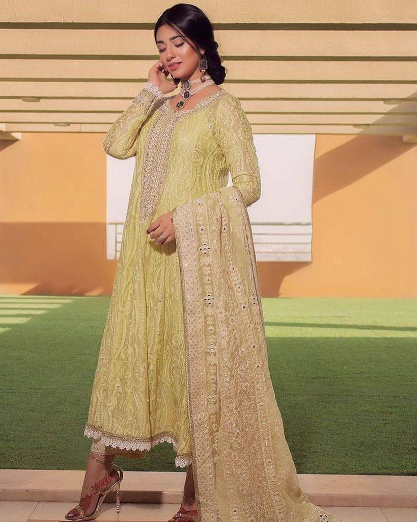 Pakistani Celebrities and their Eid Outfits 4 Actress Sarah khan Dress on Eid 2