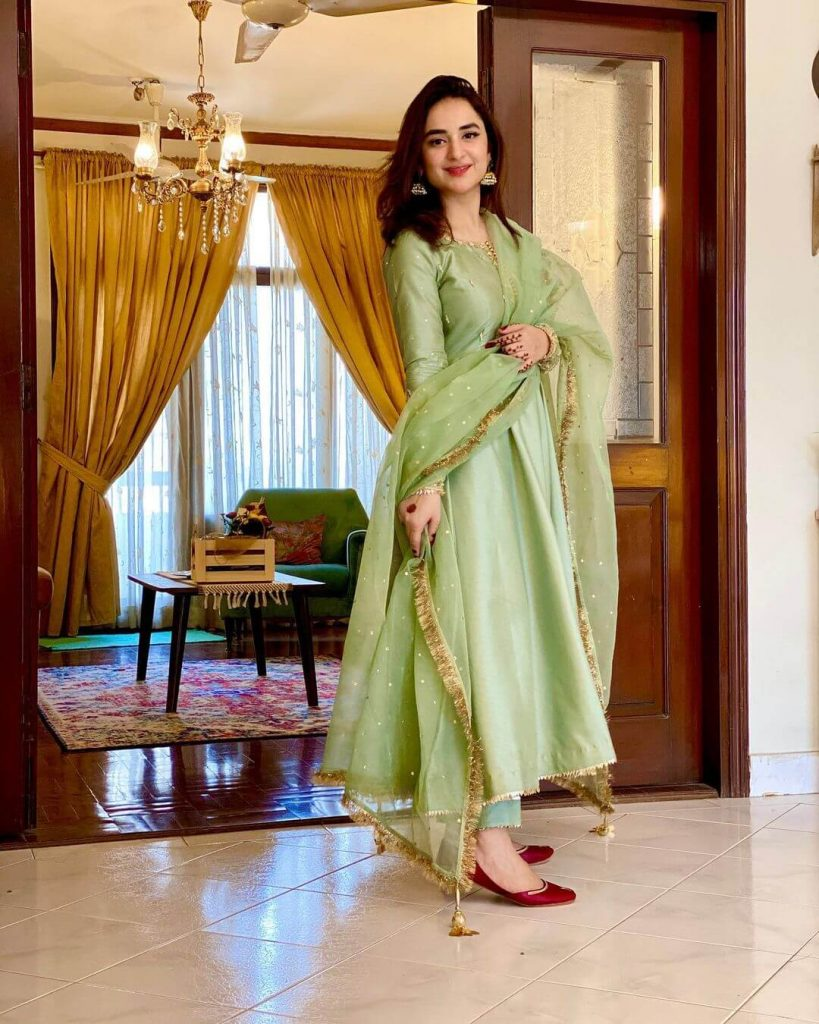 Pakistani Celebrities and their Eid Outfits 2 Pictures of Yumna Zaidi in Eid Outfit 1