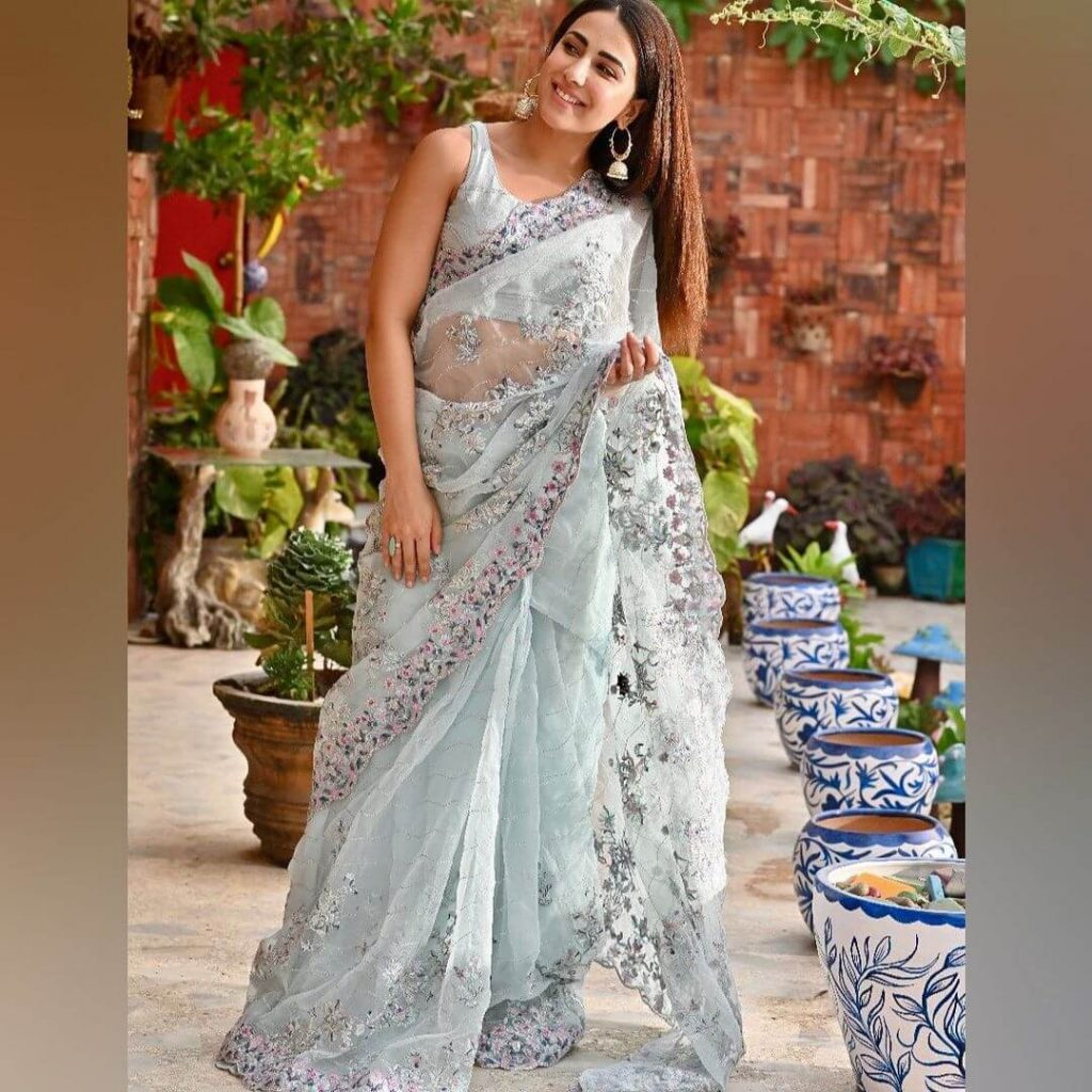 Latest Ushna Shah Eid outfit